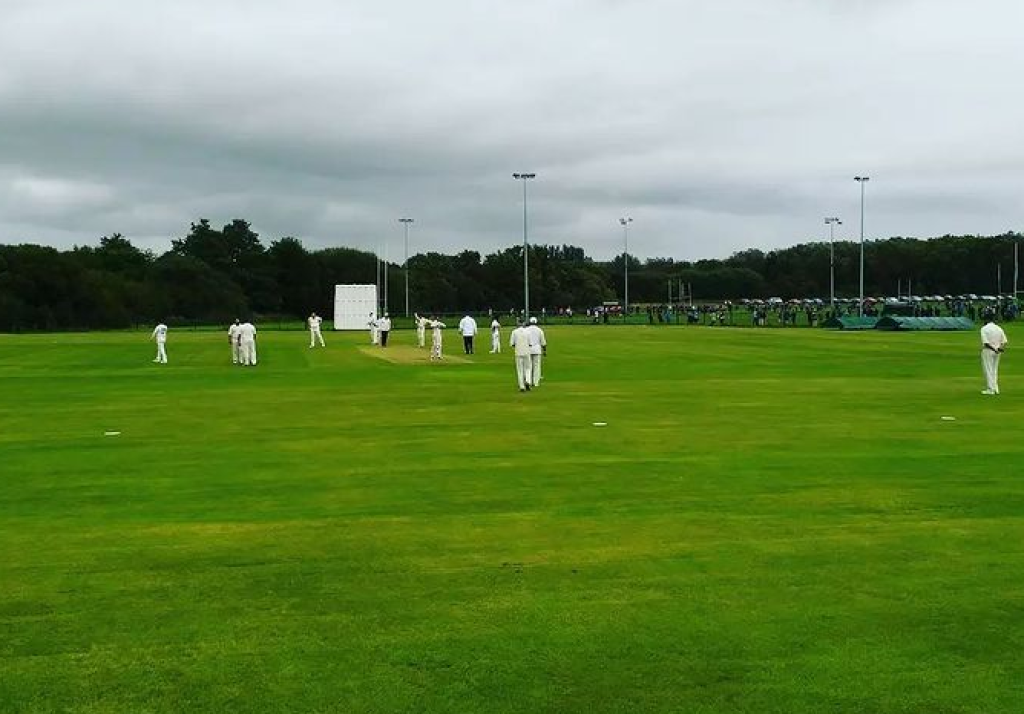Report: 2nds win game in hand to extend lead at top