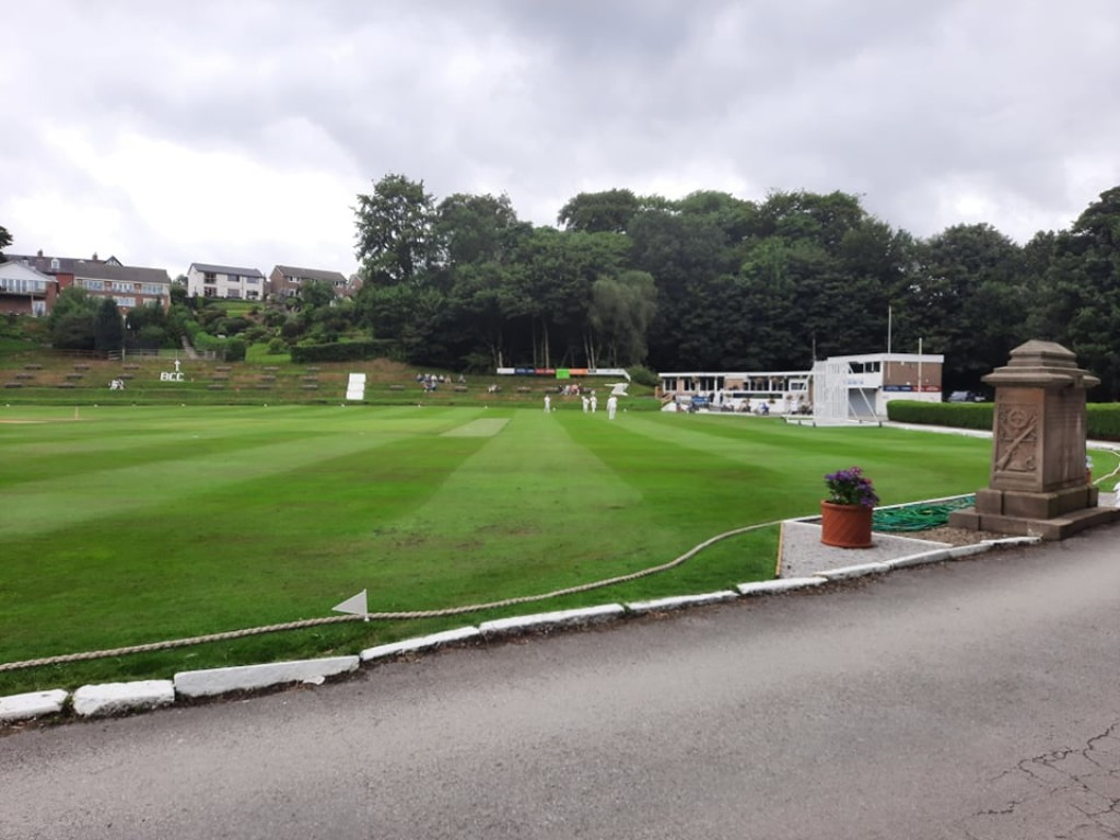 Report : 1s stun Bradshaw to move into promotion places